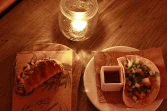 Tacos de crocantes de camarão e tuna...