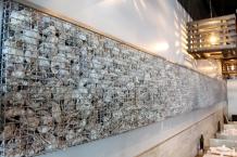 Decoração feita com as ostras vendidas no restaurante....